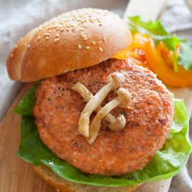 Deluxe Salmon Bugers 5oz